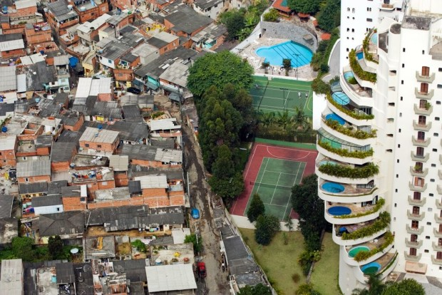 Favelas-a-San-Paolo-in-Brasile1